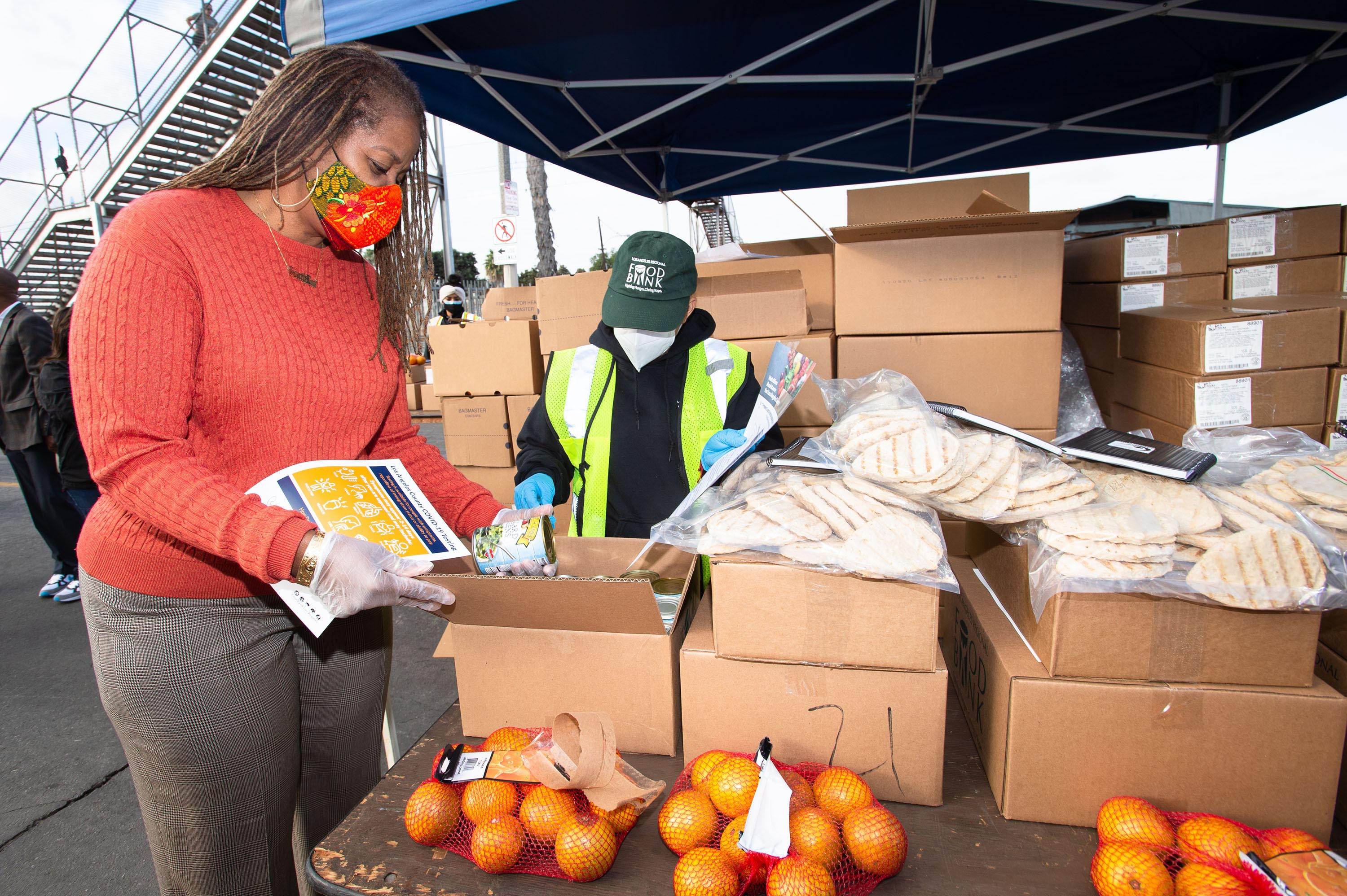 District 2 – Supervisor Holly J. Mitchell<br>  <b>Dec. 10, 2020 – Florence food distribution.</b><br>   <i>Photo by Bryan Chan / Board of Supervisors</i>
